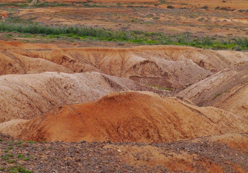 Angras e camas de rio secas perto de La Oliva em Fuerteventura imagem de stock