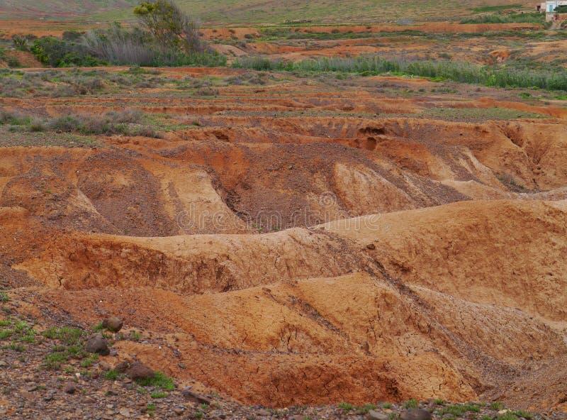 Angras e camas de rio secas perto de La Oliva em Fuerteventura fotografia de stock royalty free