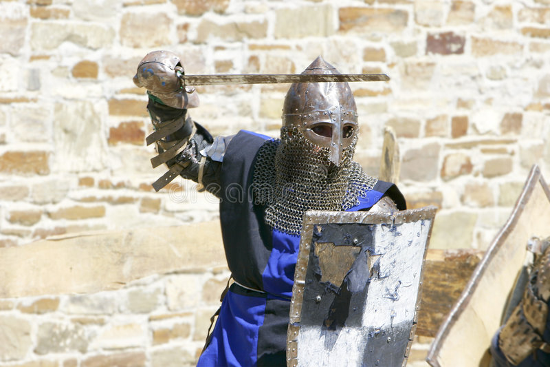 Angreifender Ritter stockbild
