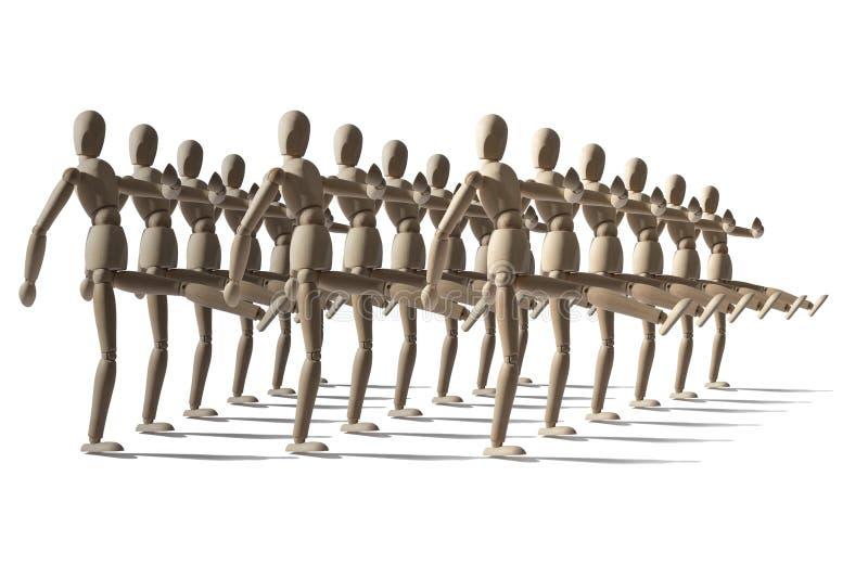 Angriff von hölzernen Attrappen, hölzerne Roboter marschieren in Militärränge lizenzfreie stockfotos
