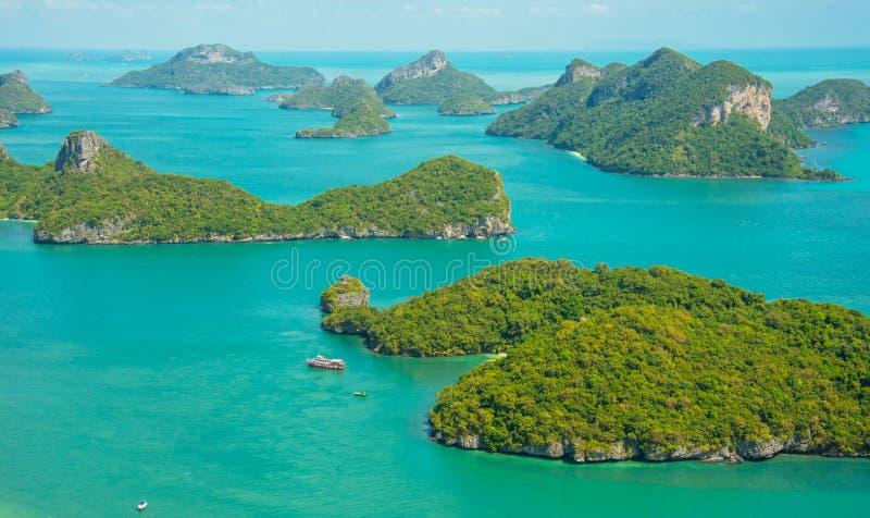 Angthong-nationalparken och många sceniska öar i Ko Samui, Thailand arkivbild