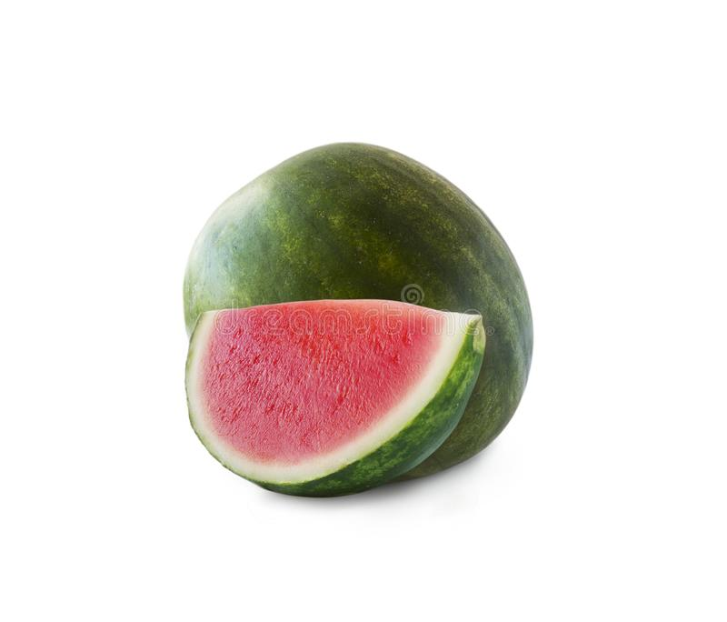 Anguria e fetta isolate su fondo bianco Frutta dolce e succosa con lo spazio della copia per testo Anguria matura fotografia stock libera da diritti
