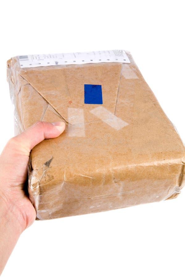 Anhalten des Pakets des braunen Papiers stockbild