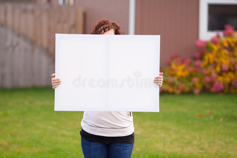 Anhalten des weißen Zeichens lizenzfreie stockbilder