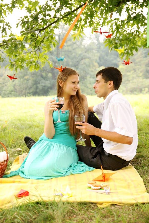 Download Anhalten des Weins stockbild. Bild von aktivität, erwachsene - 27728357