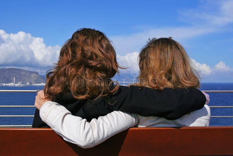 Anhalten mit zwei Mädchen stockbild