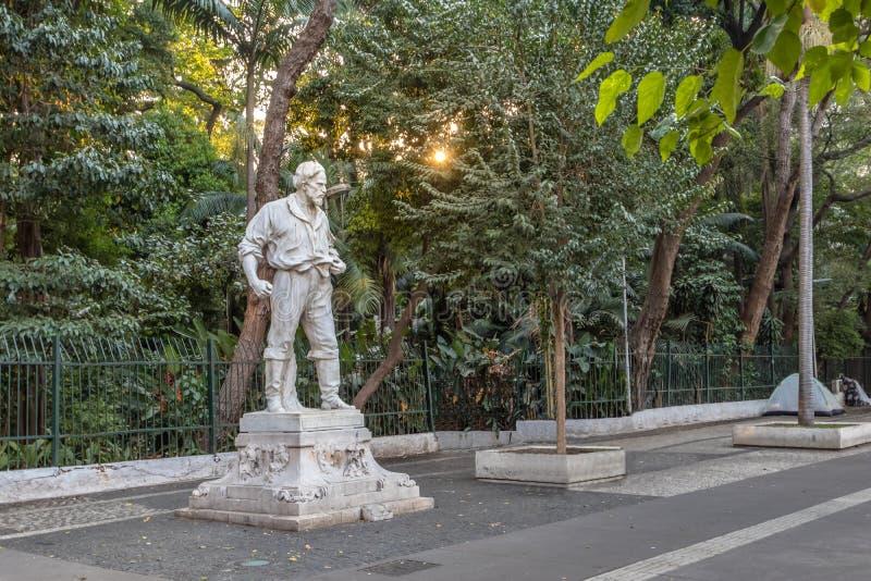 Anhanguera statua przed Trianon parkiem przy Paulista aleją - Sao Paulo, Brazylia zdjęcie royalty free
