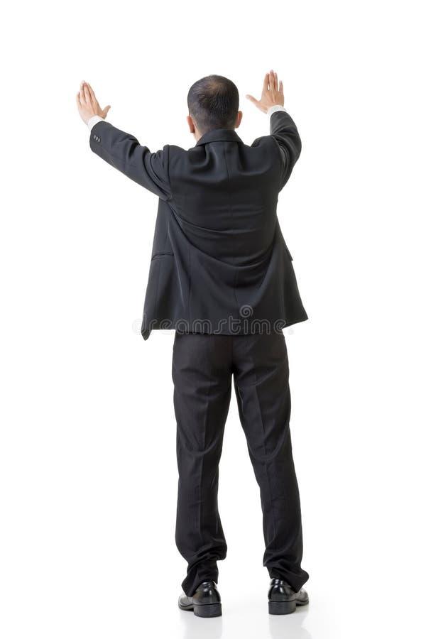 Anheben der Hand, um etwas zu setzen lizenzfreies stockbild