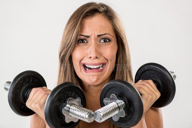 Anhebende Gewichte der Eignungfrau stockbild