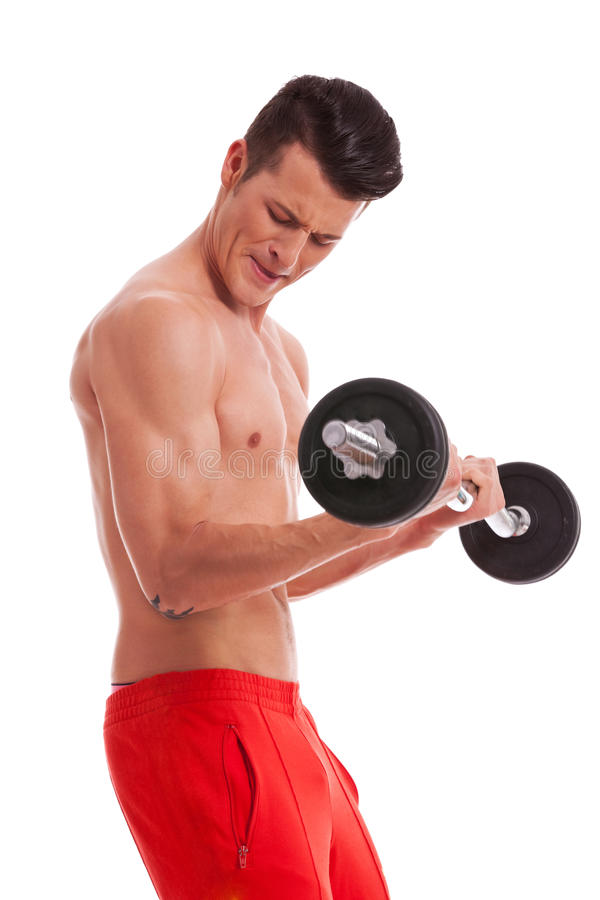 Anhebende Gewichte des leistungsfähigen muskulösen mit nacktem Oberkörper Mannes stockbilder