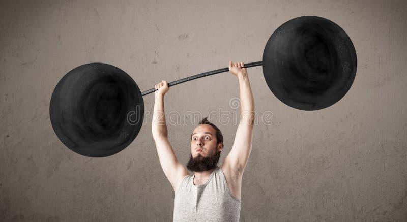Anhebende Gewichte des lustigen dünnen Kerls stockbild