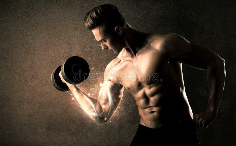 Anhebendes Gewicht des Bodybuilders mit energischen weißen Linien Konzept lizenzfreies stockfoto