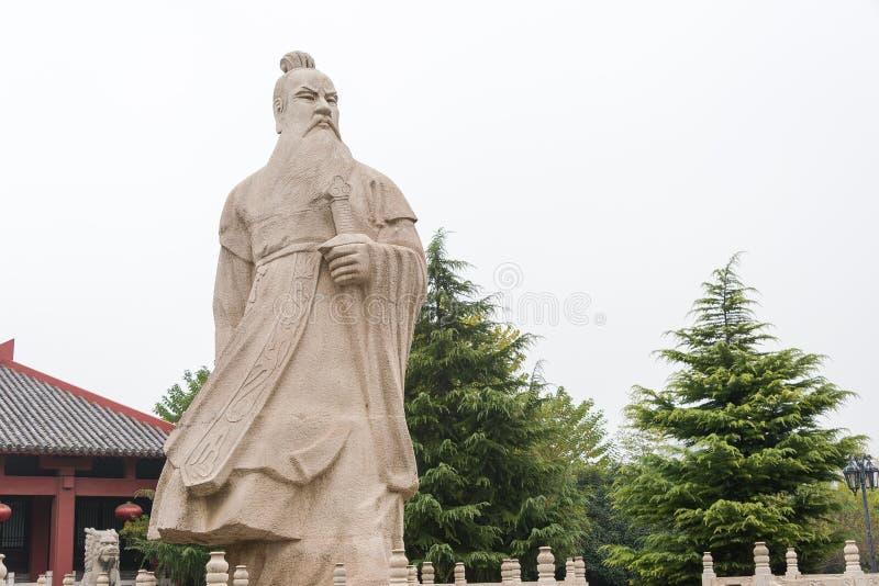 ANHUI, CHINA - 18 de novembro de 2015: Estátua de Caocao no parque de Caocao um famo foto de stock