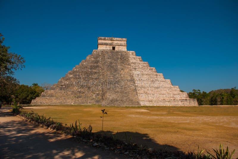 Anicent玛雅人玛雅金字塔El卡斯蒂略Kukulkan在奇琴伊察,墨西哥 图库摄影