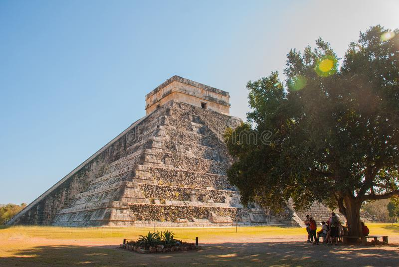 Anicent majowia majski ostrosłup El Castillo Kukulkan w Chichen-Itza, Meksyk obraz stock