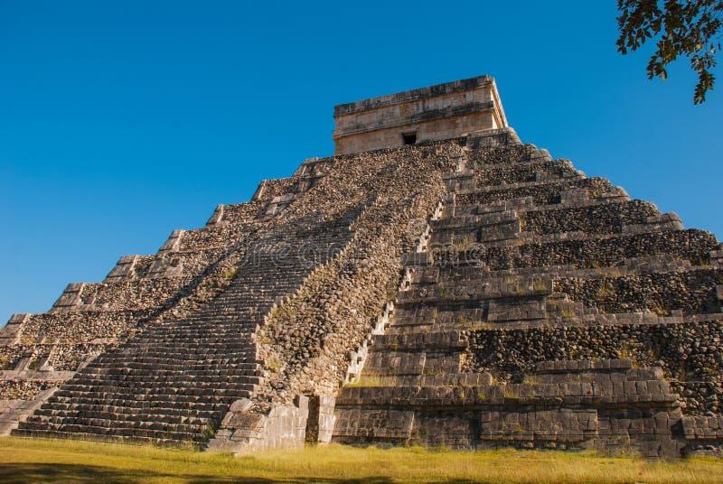 Anicent-Maya-Mayapyramide El Castillo Kukulkan in Chichen-Itza, Mexiko stockbild