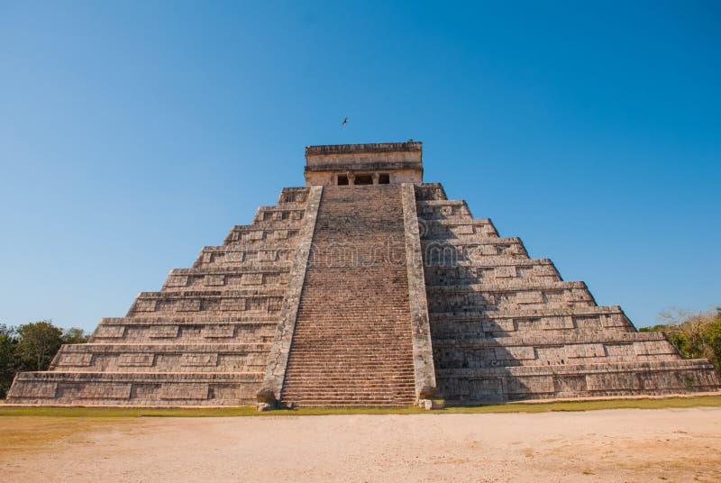 Anicent-Maya-Mayapyramide El Castillo Kukulkan in Chichen-Itza, Mexiko stockbilder
