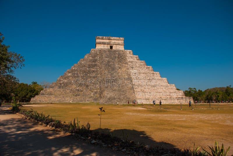 Anicent-Maya-Mayapyramide El Castillo Kukulkan in Chichen-Itza, Mexiko lizenzfreie stockfotos