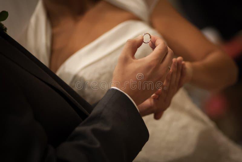 Anillo de bodas imagenes de archivo