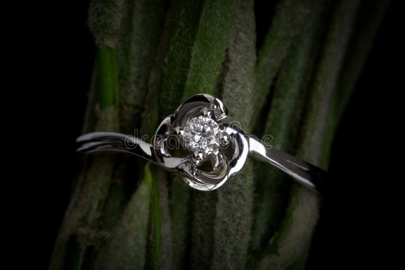 Anillo de diamante fotografía de archivo libre de regalías