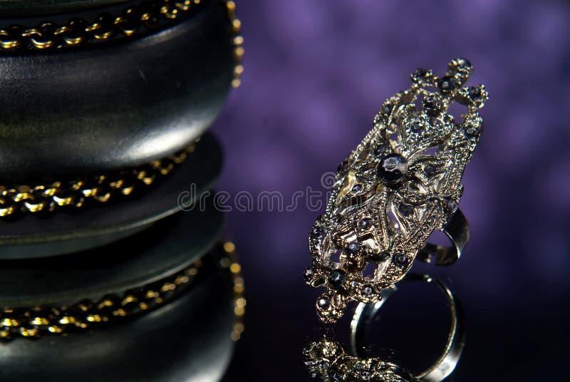 Anillo de diamante negro