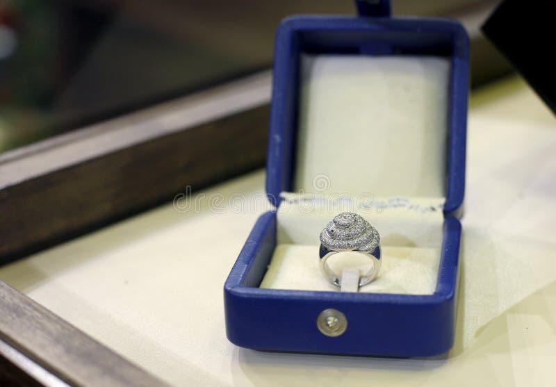 Anillo de diamantes fotos de archivo