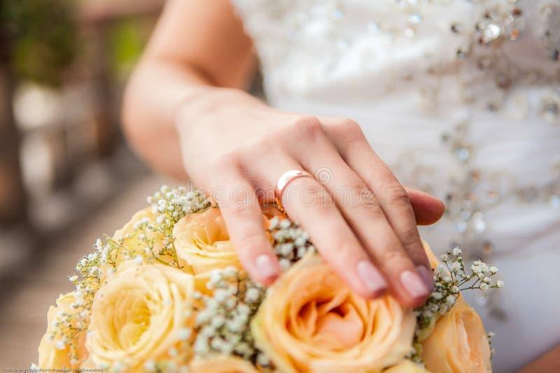 Anillo de la novia fotografía de archivo