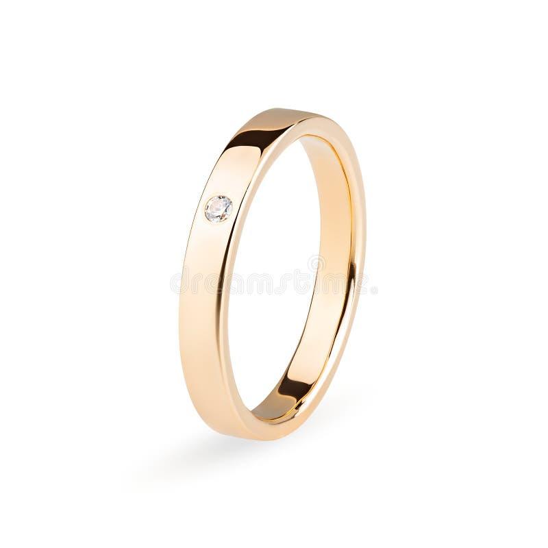 Anillo de oro del compromiso con un diamante aislado en el fondo blanco foto de archivo libre de regalías
