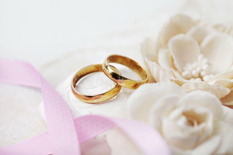 Anillos de boda imágenes de archivo libres de regalías
