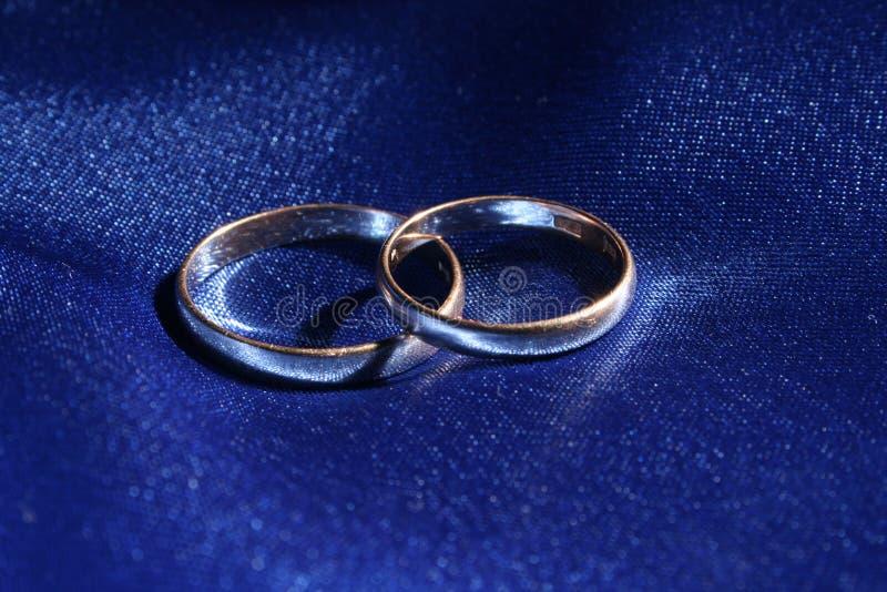Download Anillos de bodas imagen de archivo. Imagen de color, dobleces - 1280037