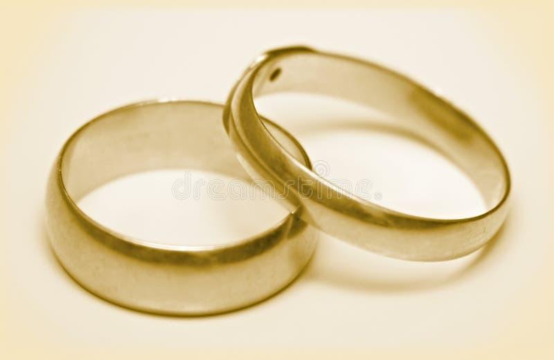 Anillos de bodas de los pares foto de archivo libre de regalías