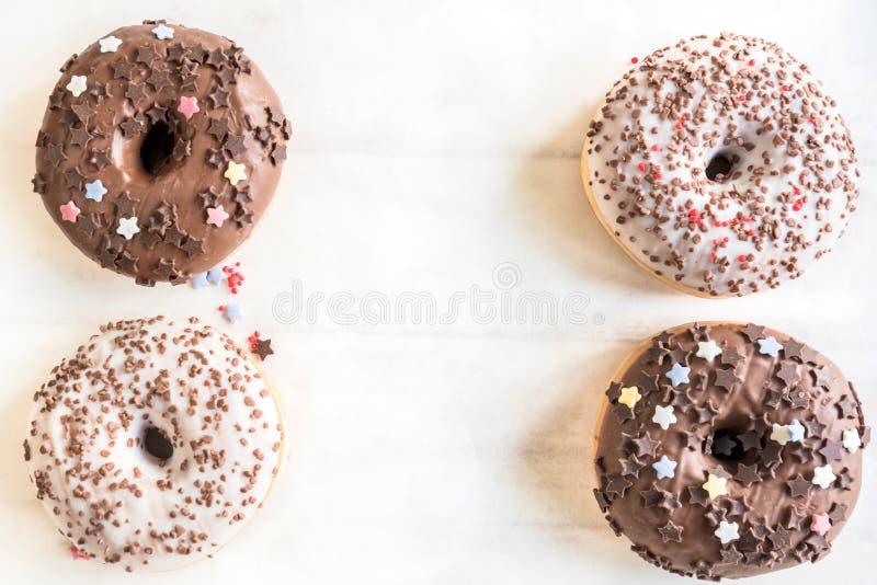 Anillos de espuma americanos del chocolate imagen de archivo libre de regalías