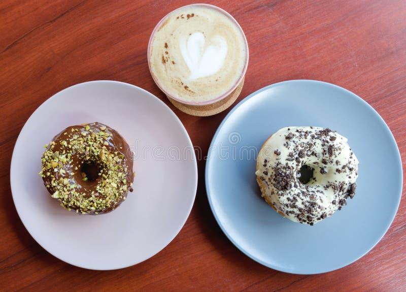 anillos de espuma del chocolate y del café imagenes de archivo