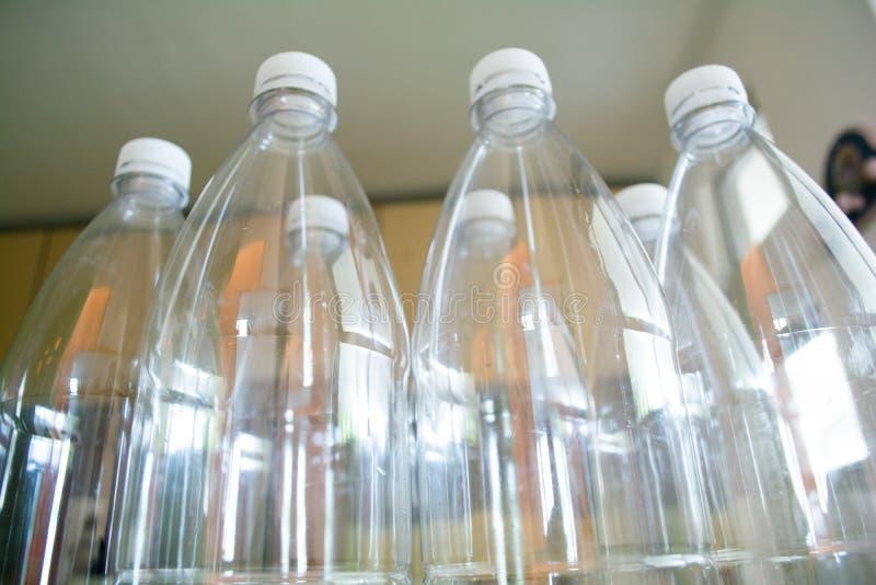 ANIMAL FAMILIER en plastique de bouteilles, r?utiliser, r?utiliser et arr?ter la pollution image libre de droits