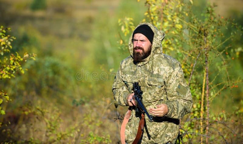 Animali del raccolto limitati tipicamente Concetto di hobby di caccia L'esperienza e la pratica presta la caccia di successo cacc fotografie stock