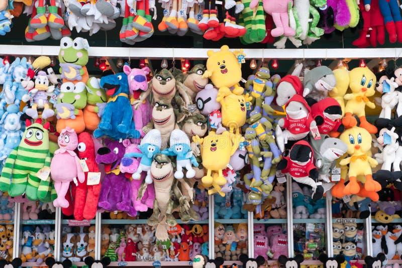 Animali farciti della cabina di Carny fotografia stock