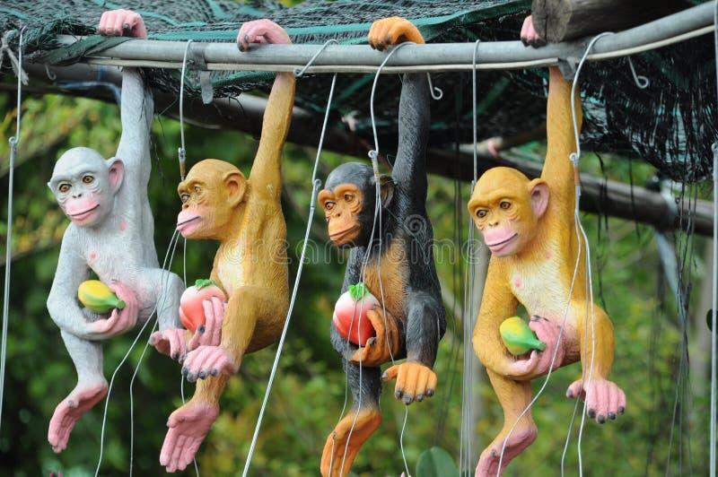 Animali farciti di una scimmia fotografia stock libera da diritti