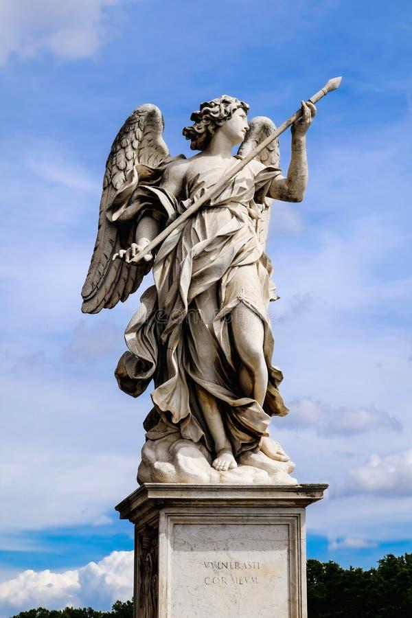 Anioł z dzidą, statua od Sant «Angelo mostu w Rzym, Włochy zdjęcia royalty free
