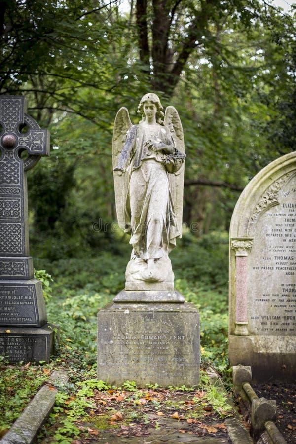 Anioł Doniosła rzeźba w cmentarzu - 6 zdjęcie stock