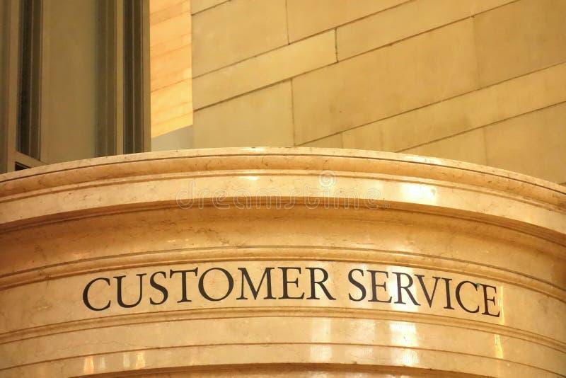 anioł jako piękną bizneswoman chmur klienta przyjacielską pomoc miłości pomocne usług uśmiecha się bardzo zdjęcie royalty free