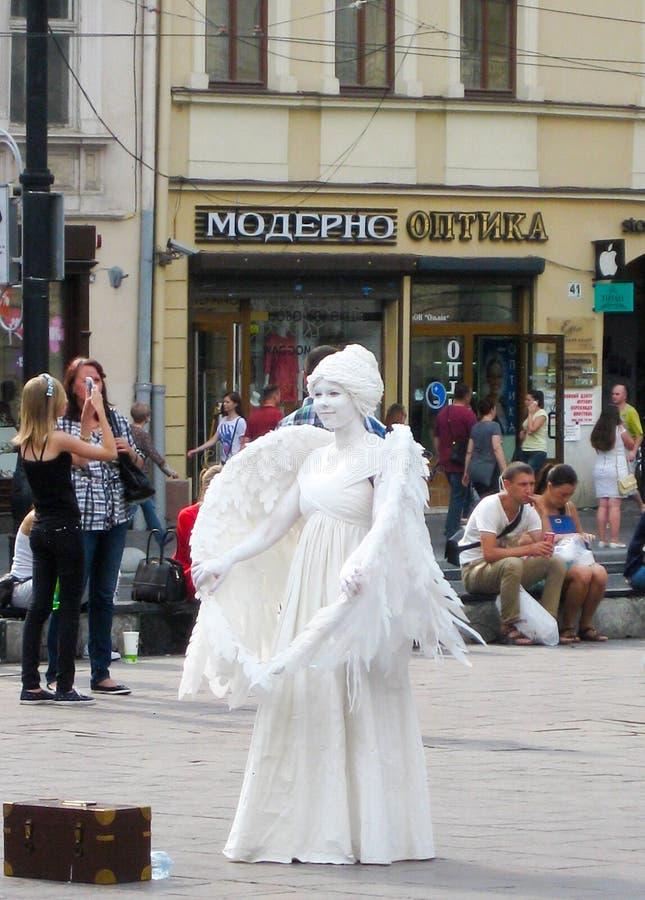 Anioł przy kwadratem przed operą obraz stock