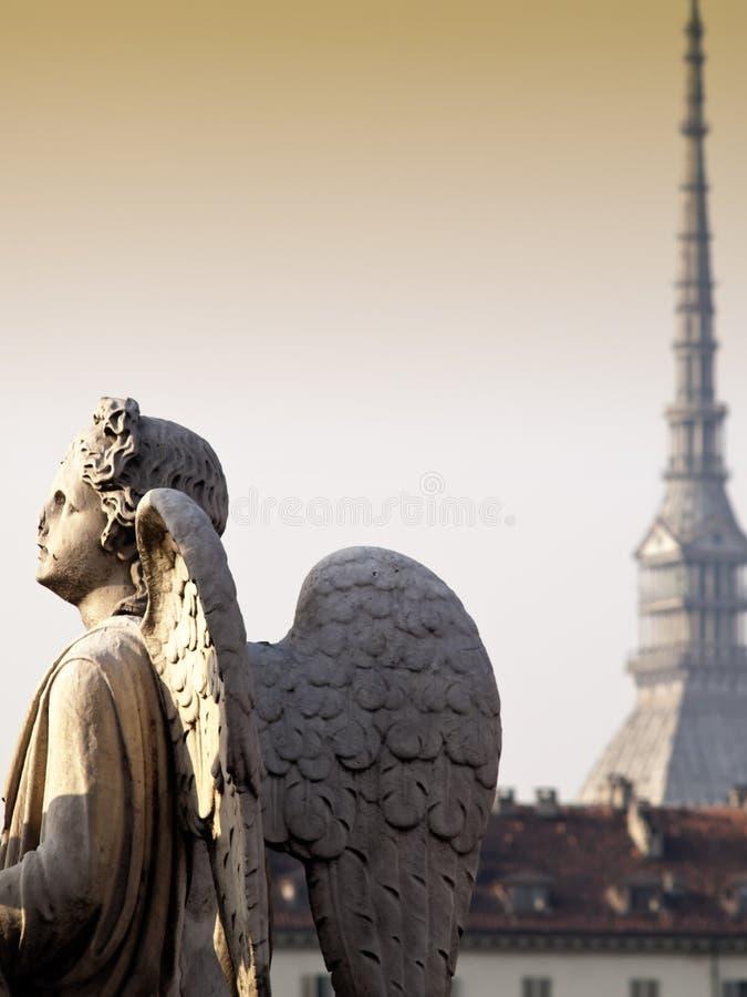 Anioł przy zmierzchem ogląda miasto Turyn, Włochy obrazy royalty free