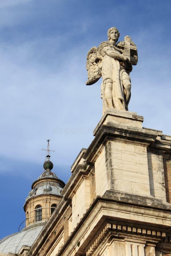 Anioł statua w St. Mary anioł bazylika w Assisi obrazy stock