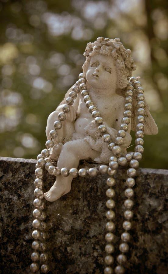 Anioł z koralikami na gravestone zdjęcia royalty free