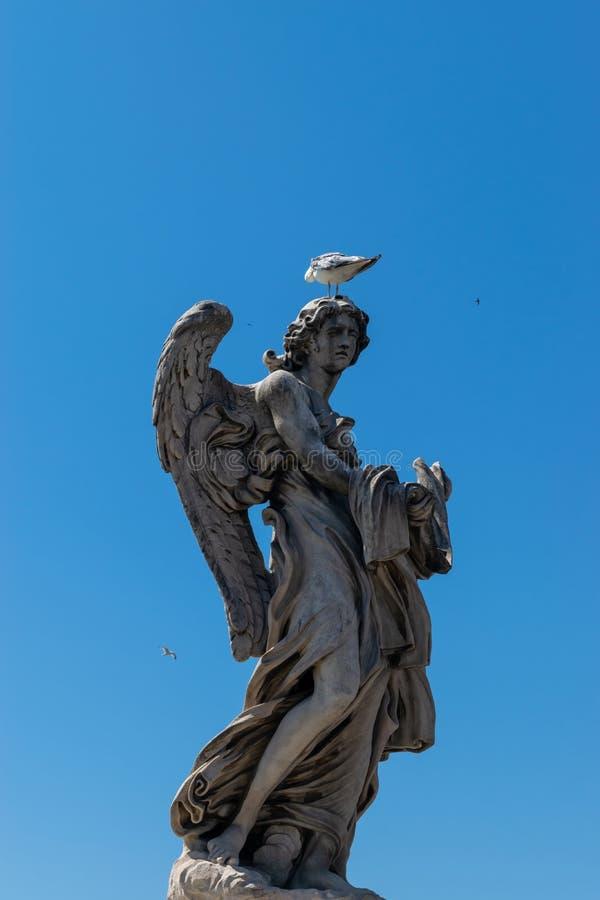 Anioł z posągiem Garment and Dice obraz stock