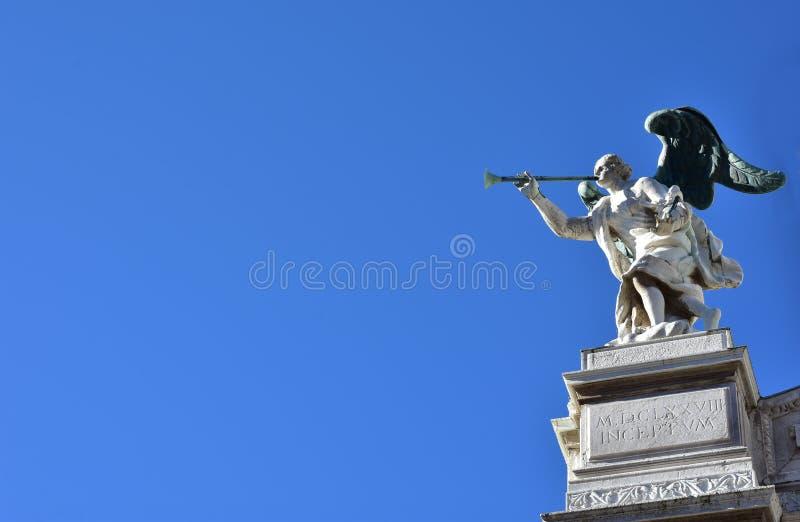 Anioł z trąbki i kopii spacec fotografia royalty free