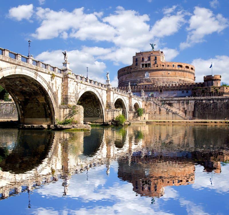 Download Anioła Kasztel Z Mostem Na Tiber Rzece W Rzym, Włochy Obraz Stock - Obraz złożonej z landmark, świt: 41953921
