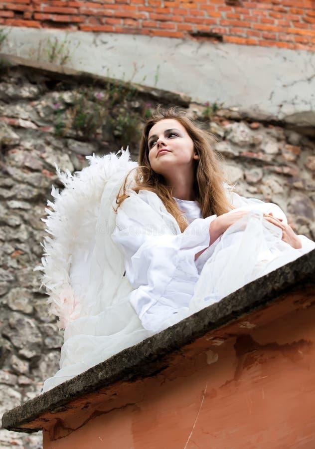 anioła obsiadanie grodowy stary dachowy zdjęcia royalty free