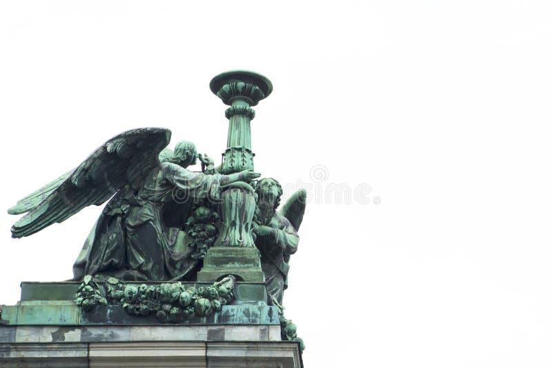 Aniołowie na dachu Isaac katedra, St. Petersburg fotografia royalty free