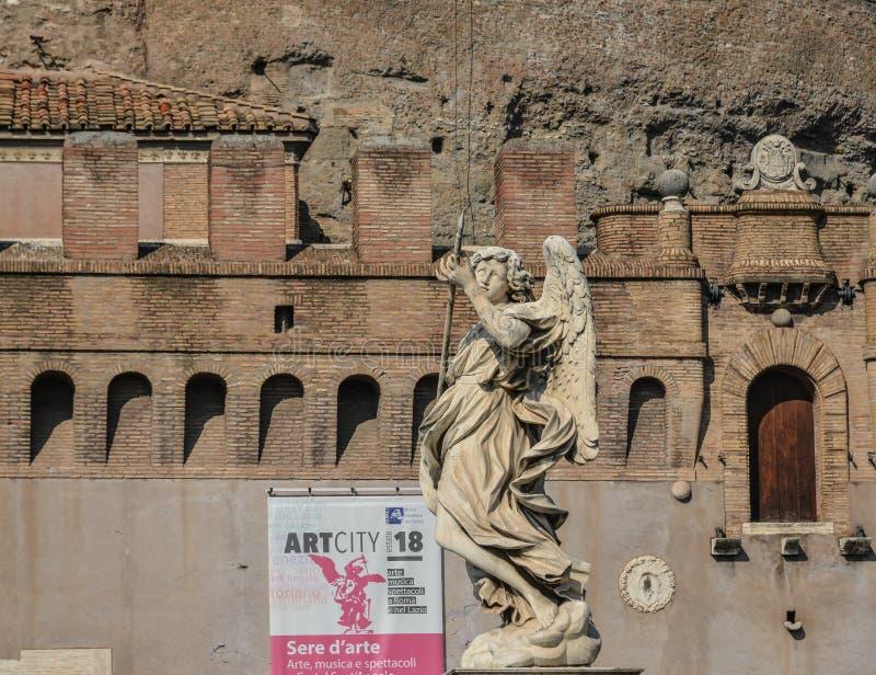 Anio? statua wzd?u? Sant Angelo mostu obrazy stock